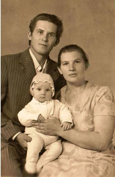 С отцом Александром Ивановичем и матерью Тамарой Павловной